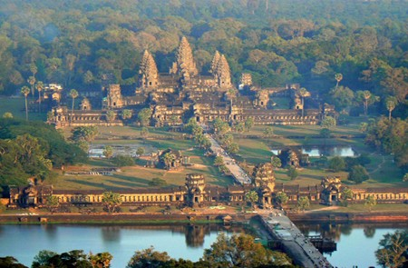 Angkor Wat Temple overview