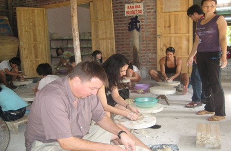 Visitors making ceramic products in Bat Trang Ceramic Village.