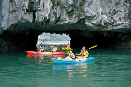 Kayaking at Luon Cave
