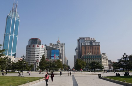 Zhongshan Square is in the middle of a huge traffic school