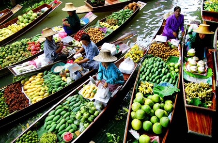 Fruit sellers along the canal of Damnoen Saduak Floating Market