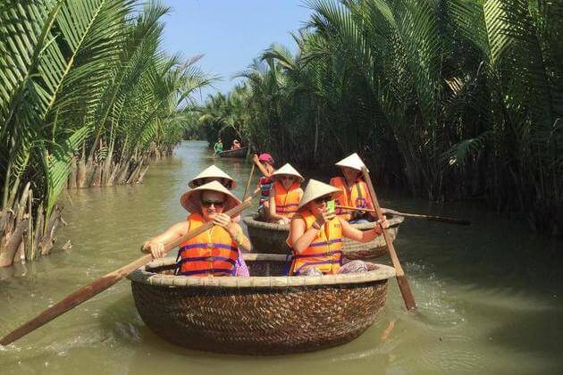 Vietnamese-bamboo-basket-boat