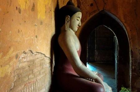 Buddha image inside Gubyaukgyi Temple