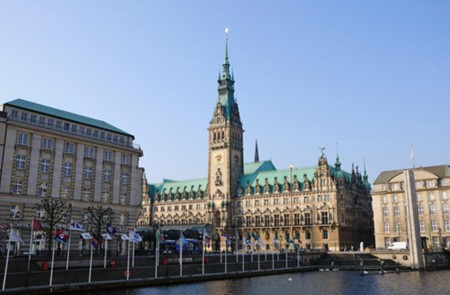 Hamburg Shore Excursion Hop-On Hop-Off Tour with Harbor & Lake Alster Cruises