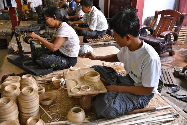 Bagan House Artistic Lacquerware factory