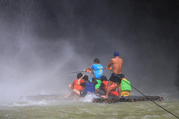 Bamboo raft experience in Pagsanjan Falls