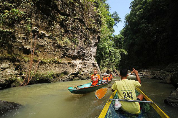 Dugout canoe ride to Pagsanjan Falls