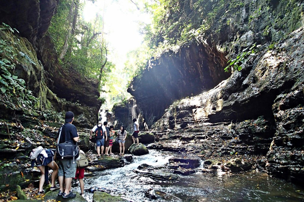 Manila – Bewitching Hidden Valley Tour