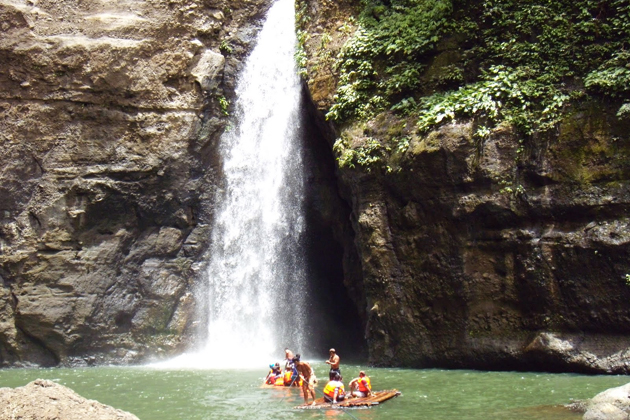 Rafting in Pagsanjan Falls