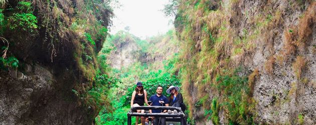 Take in spectacular scenery on the back of jeep in Puning Hot Spring
