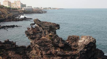 Yongduam Rock, Jeju