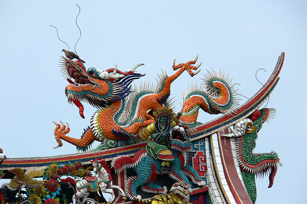 Dragon carving on roof of Longshan Temple