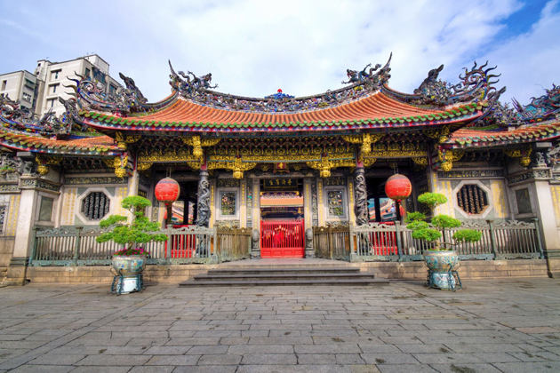 Front gate of Longshan Temple