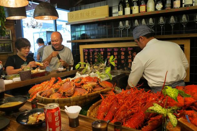 Visit a theme restaurant in Taipei