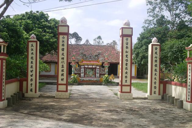 Village-hall-in-Thuy-Bieu-village