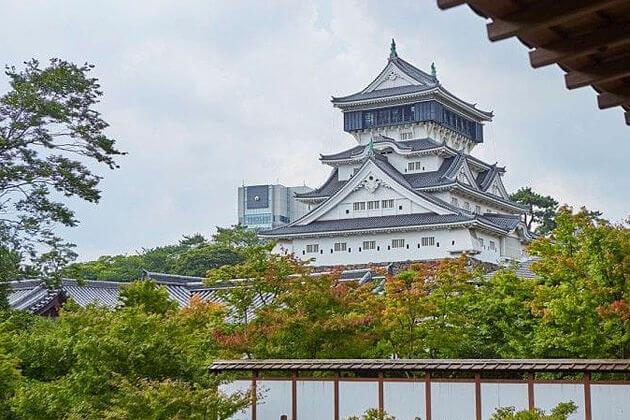 Kokura Castle & Karato Market