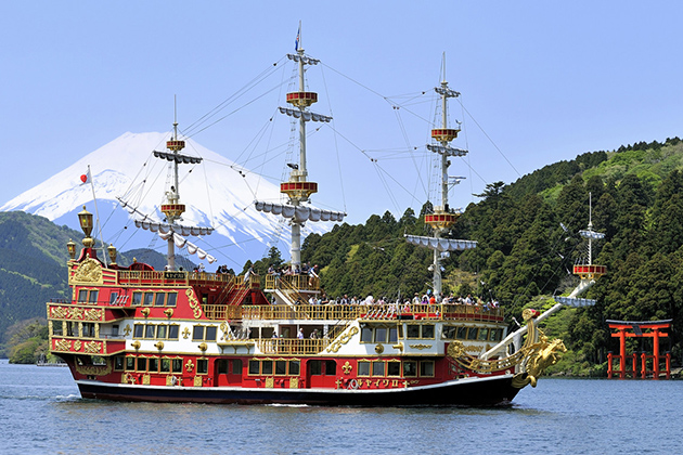 Lake Ashi cruising