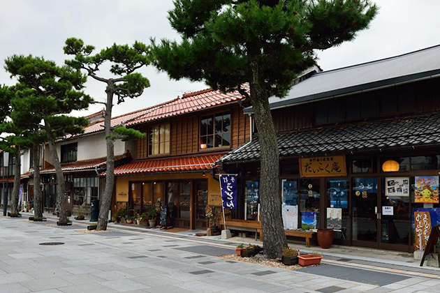 Shinmon-dori Street
