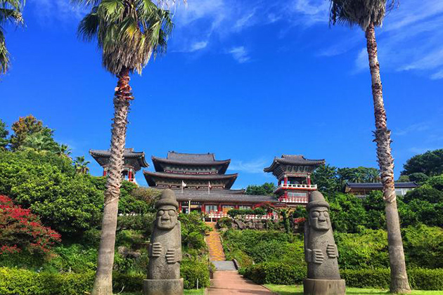 Yakchen Temple