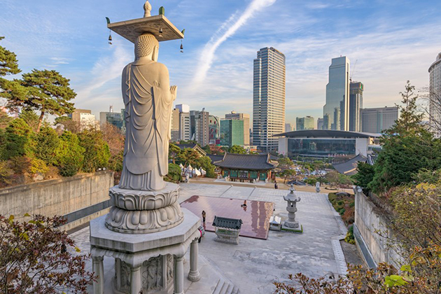 Temple Bongeunsa Statue