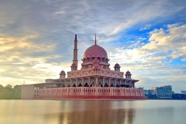 Explore Putrajaya – the World's Best Garden City
