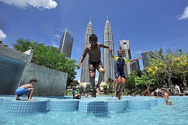 Kuala Lumpur City Centre Park pool