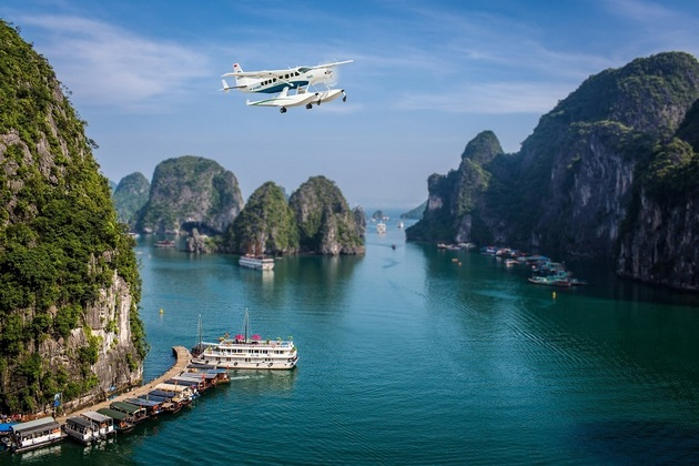 Flight over Ha Long Bay with Hai Au Aviator