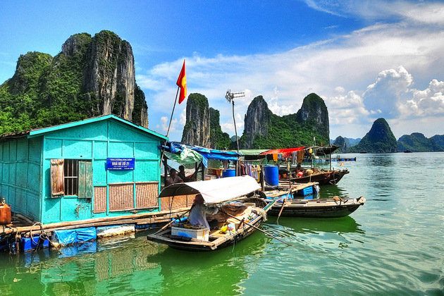 Ha Long floating villages