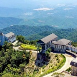 Peak-of-Chua-Mountain-Bana-Hill