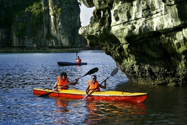 kayak through ha Long Bay