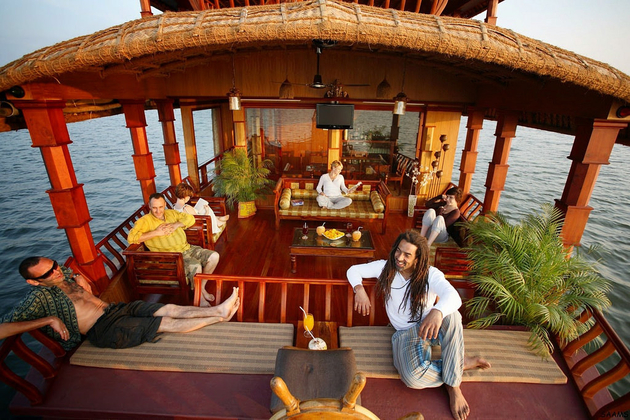 luxury houseboat in Kerala