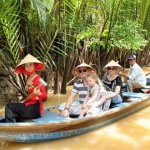 sampan-ride-in-mekong-delta