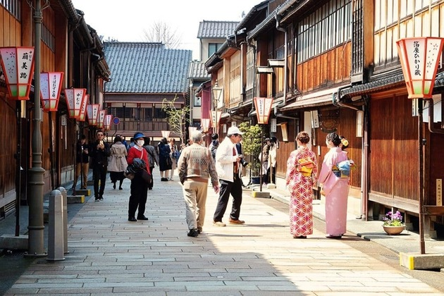 the best time to visit Kanazawa shore excursions