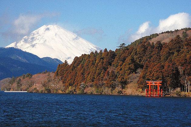 Lake Ashinoko in Shimizu shore excursions