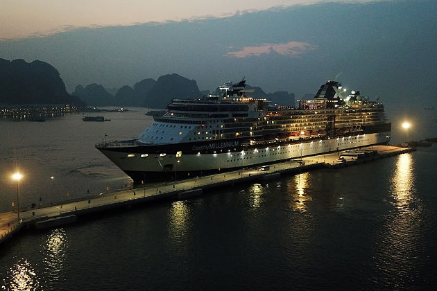 Halong-International-Passenger-Port-at-night