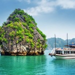 Boat-Tour-Through-Halong-Bay