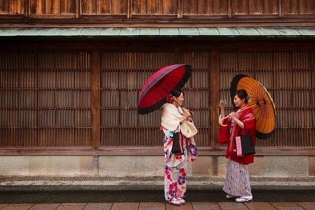 Kanazawa-shore-excursions-Higashi-Chaya