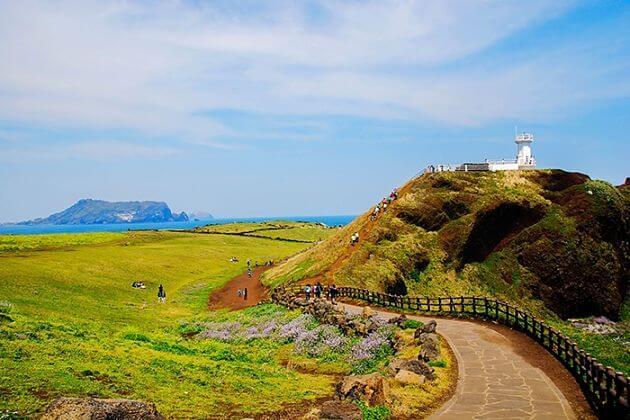 Seopjikoji-Waterfront-in-Jeju-day-tours