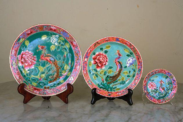 Peranakan Porcelain - Best Singapore souvenirs