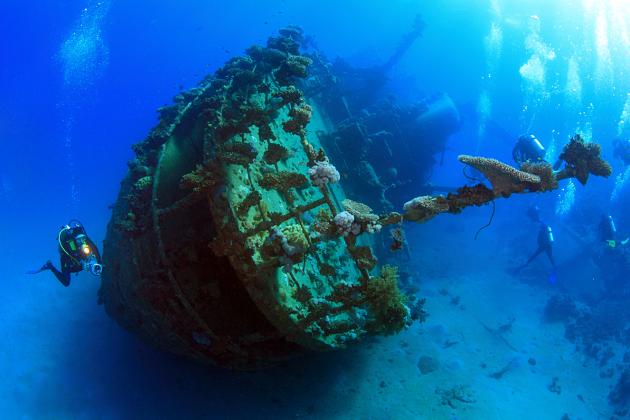 Skeleton Wreck Coron shore excursions