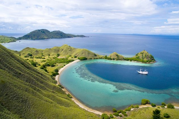 Travel Guide to Komodo National Park & Pink Beach