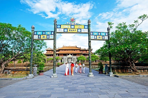 Best-time-to-visit-Hue-shore-excursions
