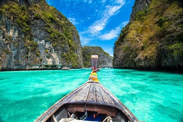Driving-Speedboat-in-Phi-Phi-Islands