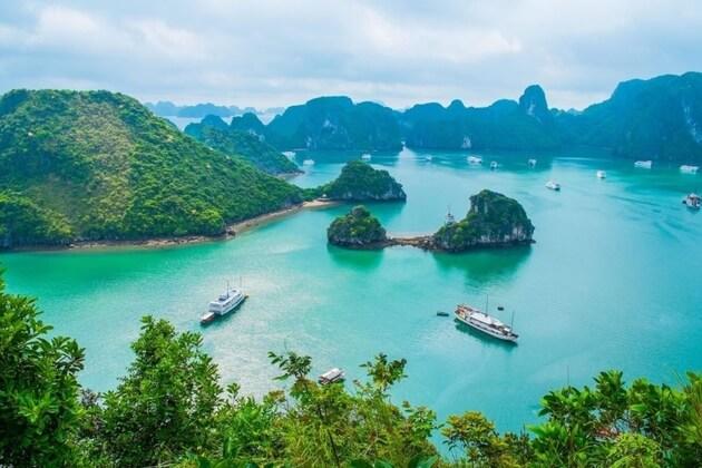 Ha-Long-bay-attraction