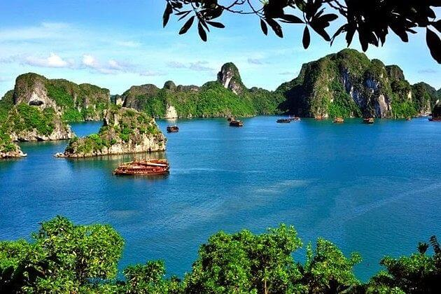 Halong-Bay-shore-excursions-islets-and-caves