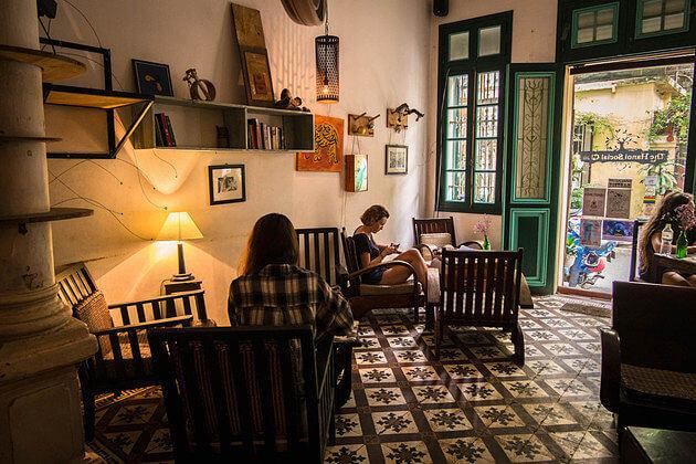 Internet-in-Hanoi-coffee-shop