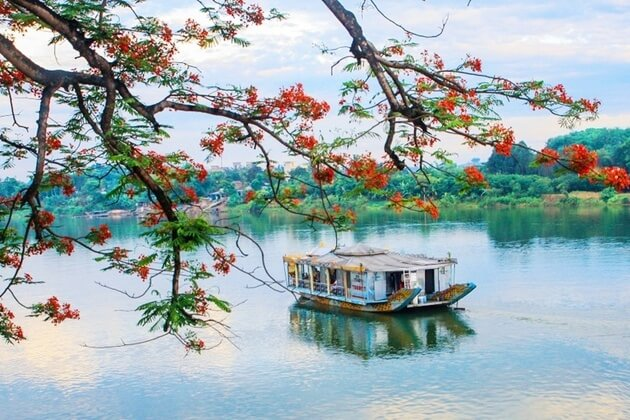 Perfume-River-in-Hue-shore-excursions