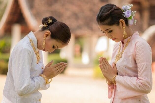 Thailand-people-greeting