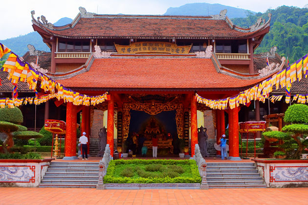 Yen-Tu-Pagoda-in-Halong-Bay-shore-excursions